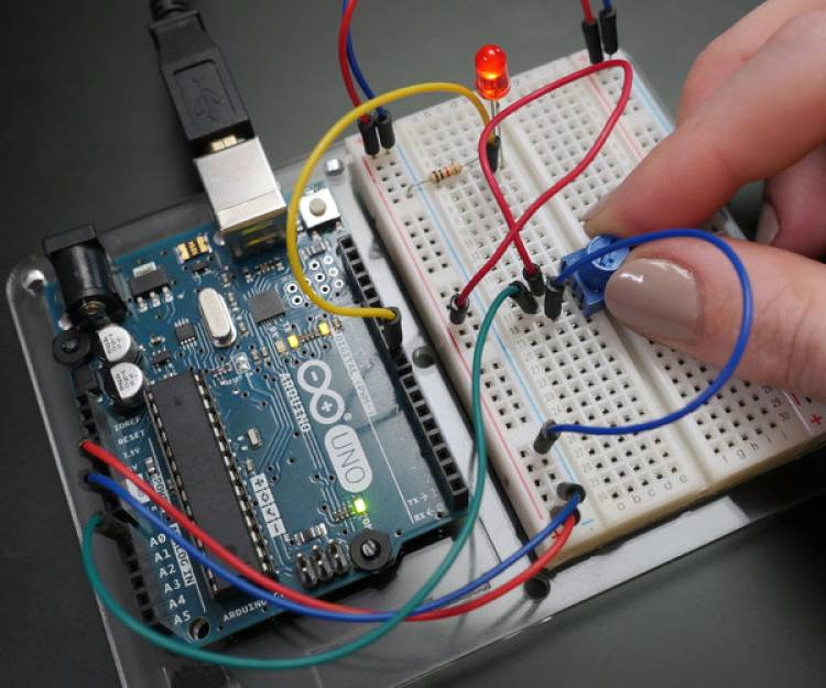 Arduino Review | Programming Motherboard